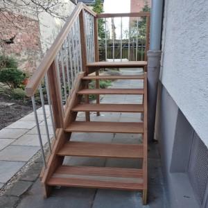 Holztreppe Außenbereich